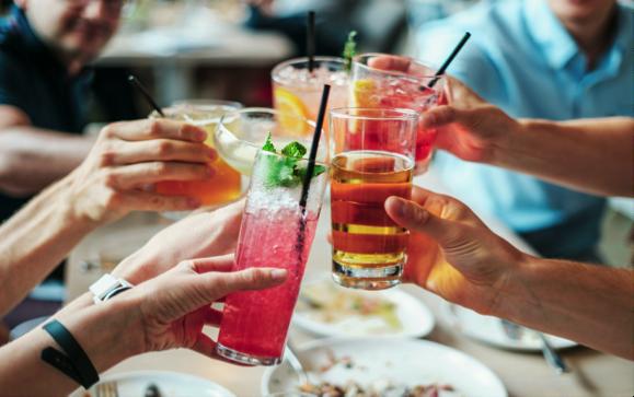 Discuter trading autour d'un cocktail